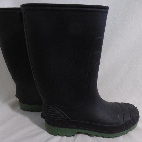 Made In Canada boy's size 5 black rain boots EUC